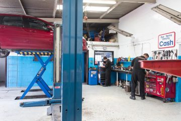 Men in Workshop, Complete Auto Repairs, 617 Hillside Road, Forbury Corner Dunedin, 03 455 3258